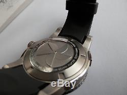 Belle montre de plongée automatique Edox