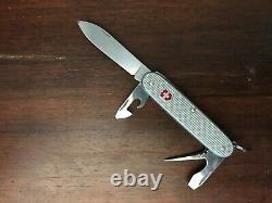 Montre Victorinox Officer's automatique + couteau dans son boitier d'origine