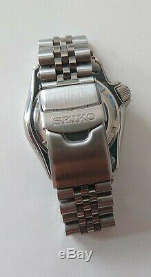 Seiko Diver's homme 200m noir et rouge Automatique NH 36 / SKX 009