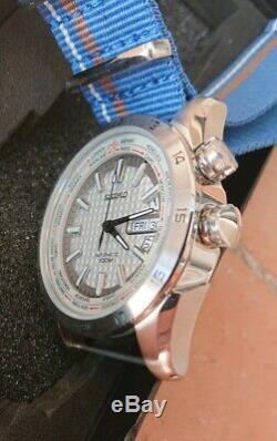 Seiko World Time GMT Automatique, blanche, lunette interne rotative 100m Neuve